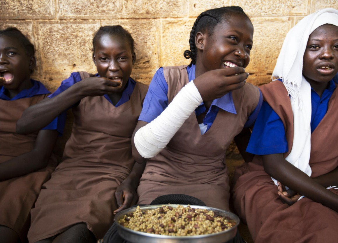 A group of students take their lunch at the Wau A Girls Primary School in Wau, South Sudan, as part of the Feeding Program run by WFP and UNICEF and funded by the European Union (EU).