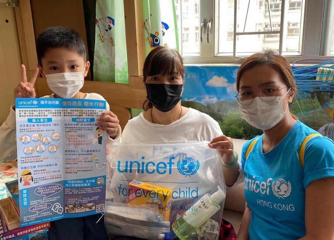 In March 2020, UNICEF volunteers provided COVID-19 prevention resources to 10,000 families living in subdivided apartments in Hong Kong.