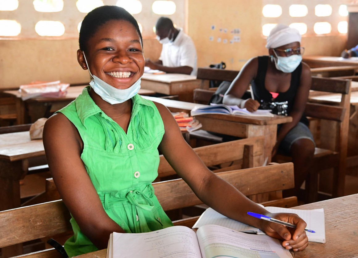 Arielle Sadia, a 16 years old student in Odienné, in the Northwest of Côte d'Ivoire is attending classes while taking social distancing precautions © UNICEF/UNI326810// Frank Dejongh
