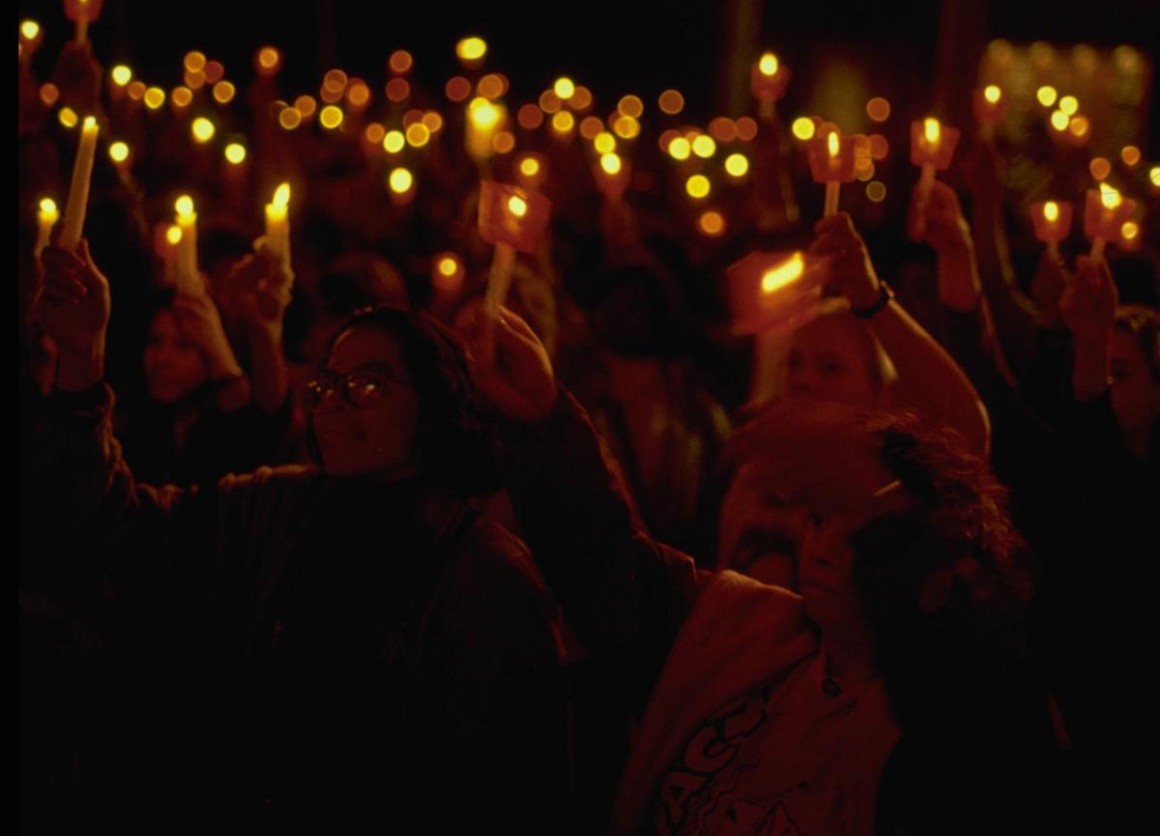 Together with one million others around the world, hundreds of people gathered to light candles for children at the Candlelight Vigil held on September 23, 1990 at United Nations Headquarters in New York, in support of the World Summit for Children.