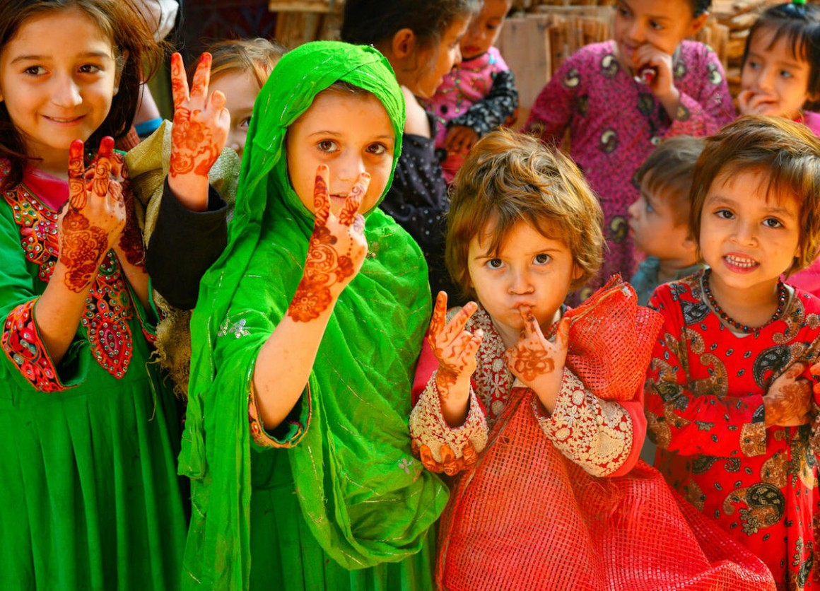 Girls ages 3 to 5 welcome the UNICEF-supported polio vaccination team to Lahore, Pakistan in January 2021.