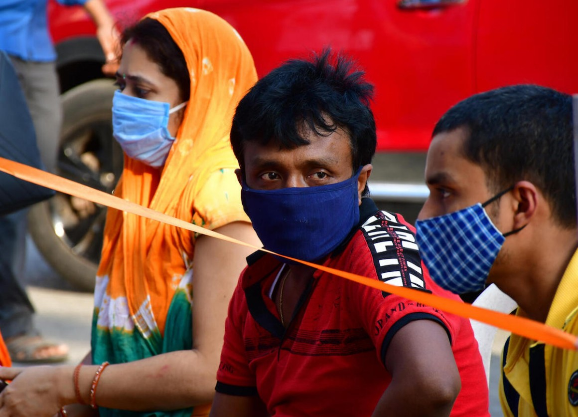 On May 8, 2021, in Jogeshwari, a suburb located in the western part of Mumbai, India, people wear masks to prevent the spread of COVID-19.