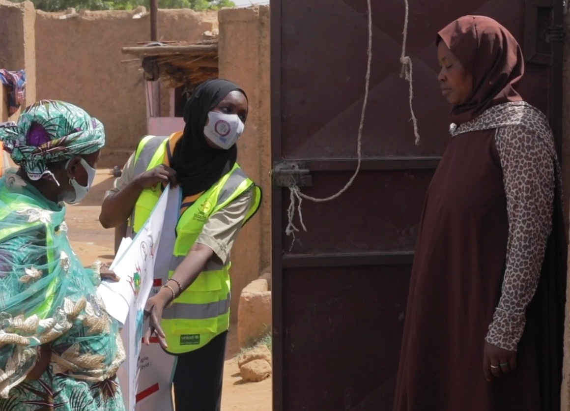 UNICEF Scout goes door to door to encourage people to get vaccinated for COVID-19 in Naimey, Niger.
