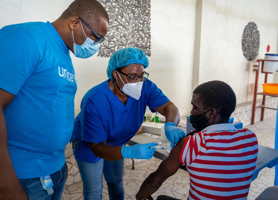 Karl Marx Dossou, UNICEF Immunization Manager, oversees the COVID-19 vaccination rollout at l'hôpital Saint-Damien (Petit-Frere et Sœurs) in Port-au-Prince, Haiti, on July 24.