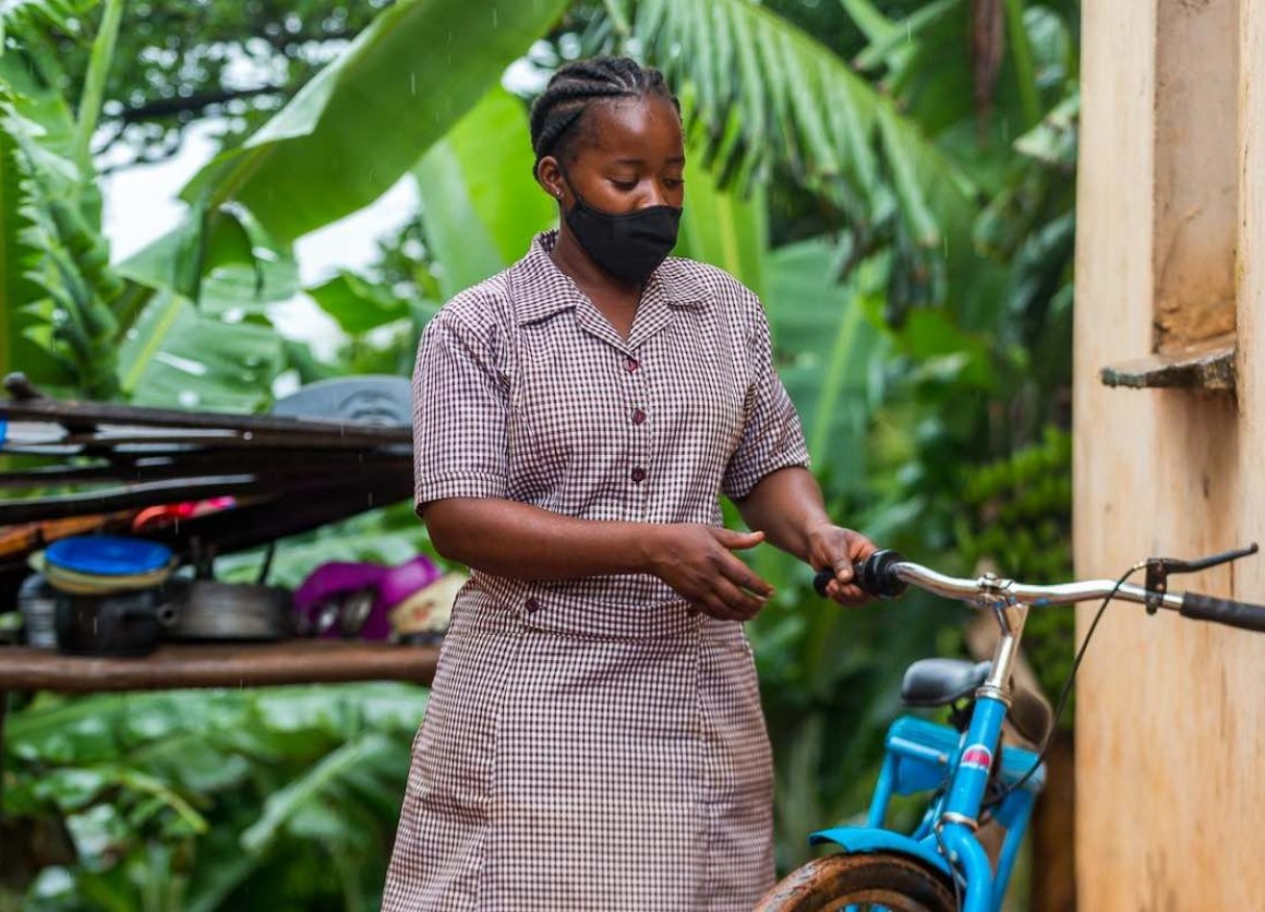 Reaching the 186 households in her Dimire village close to the Mozambican border is now much easier for UNICEF-supported village health worker Miranda Muyambo since receiving a bicycle in April 2020. UNICEFZimbabwe/2021/Timothy Manyange