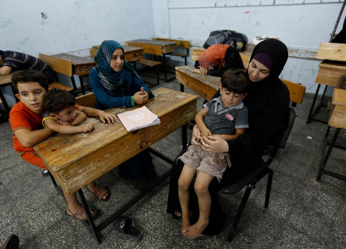 Palestinians seek shelter at a UNRWA run school (July 13, 2014). © UNICEF/NYHQ2014-0912/El Baba
