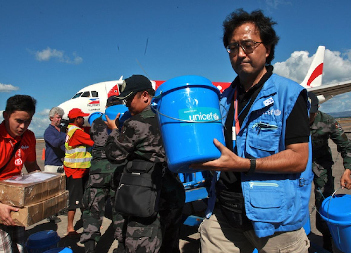 unicef haiyan relief  what u0026 39 s inside the blue bucket