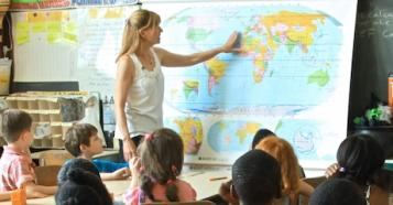 A California elementary school teacher talks to her students about UNICEF's work in West Africa.