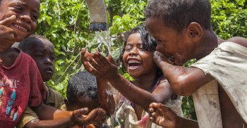 Safe drinking water is now accessible to over 40,000 people in need in Southern Madagascar thanks to a recently completely pipeline project supported by UNICEF.