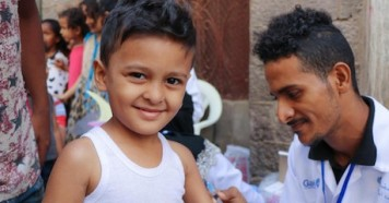 Mohammed, 4, is vaccinated in Aden, Yemen during a UNICEF-sponsored measles and rubella vaccination campaign in February 2019.