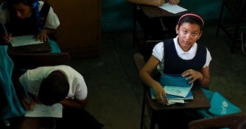 Valeria, 10, goes to school in the afternoons only in Maracaibo, Venezuela. Power shortages have forced teachers to shorten the school day at the UNICEF-supported school, Fe y Alegría Manzanillo.