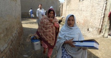 "UNICEF-supported ""lady health workers"" Jameela, right, and Shamul visit the village of Peer Jo Goth in Pakistan's Kambar District to vaccinate women of childbearing age against tetanus."
