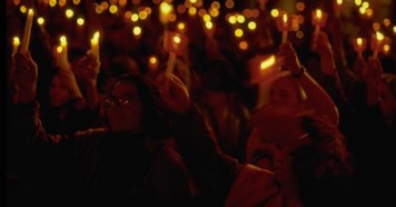 Along with one million others around the world, hundreds of people gathered to light candles for children at the Candlelight Vigil held on September 23, 1990 in front of United Nations Headquarters in New York, in support of the World Summit for Children.