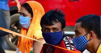 On May 8, 2021, in Jogeshwari, a suburb located in the western part of Mumbai, India, people wear masks to prevent the spread of COVID-19 as India's catastrophic second wave continues.