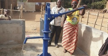 A new access point opens up providing safe water to a village in Guinea, with UNICEF's help.