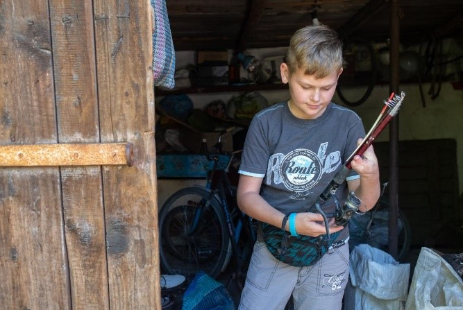 In Ukraine, Sasha unwittingly brought home a cartridge he had found outside.   It exploded in Sasha's hand, tearing off his fingers.  Since the conflict began in 2014, at least 172 children have been killed or injured by mines and other ordnance in eastern Ukraine.  Around 430,000 children currently live in the region, one of the most heavily mined in the world.  ©UNICEF/2019/Fillipov