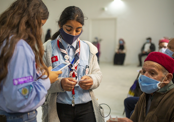 In one of Mhamdia's vaccination centers, the Scouts help with the organization of patient registration.