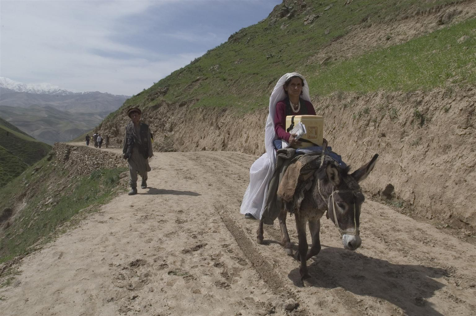 Najeeba Ahmadjan travels great distances by donkey to reach vaccination sites in Afghanistan, one of the 18 countries in which UNICEF and partners are working hard to eliminate MNT.