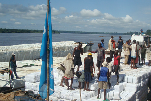 Loading-up mosquito nets on barges in Kinshasa bound for KISANGANI.