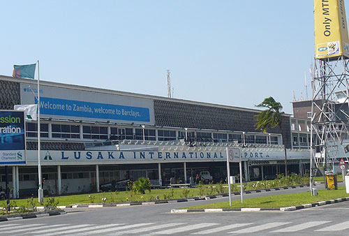 zambia-p1-outside-airport.jpg